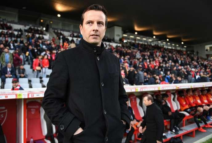 ulien Stéphan, l'entraîneur du stade rennais, lors de Nîmes-Rennes, le 9 avril.