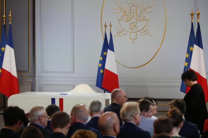 Le bureau d'Emmanuel Macron avant sa conférérence de presse dans la salle des fêtes de l'Elysée, le 25 avril.