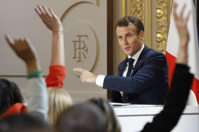 « Le report de l'âge de la retraite ne ferait que transférer à d'autres budgets sociaux la couverture de cette nouvelle précarité, sans réduire pour autant l'enveloppe globale des dépenses sociales» (Emmanuel Macron, le 25 avril, à l'Elysée).