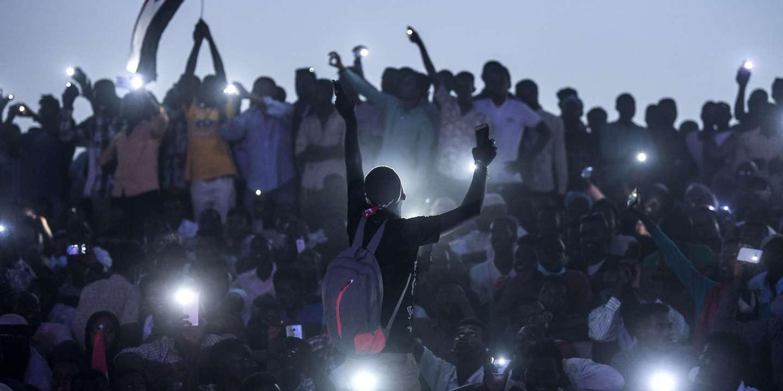 Le Monde: Soudan : une foule immense déferle à Khartoum pour réclamer un pouvoir civil
