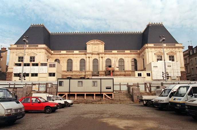 3 1999 Februar: fünf Jahre nach dem Brand des Palastes, Rennes allmählich fand die bekannte Form des Gebäudes, das Berufungsgericht im Jahr wieder eingesetzt.