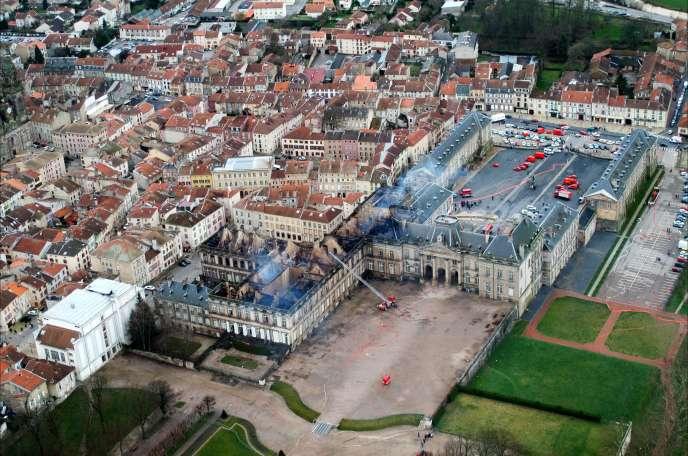 """""""Das Feuer [des Schlosses von Luneville] löste Lorraine entspricht, die von der von Notre Dame de Paris in Frankreich erregt Emotion und weltweit. """"(Antenne, der Januar 3 2003.)"""
