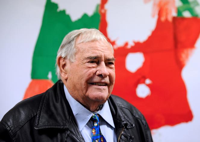 Julien Lauprêtre, lors de sa visite au Secours populaire français de Hayange, en Moselle, le 20décembre 2016.