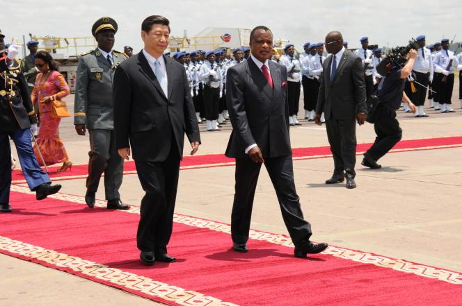 Le président chinois Xi Jinping (à gauche) et son homologue congolais Denis Sassou-Nguesso, à Brazzaville, le 29 mars 2013.