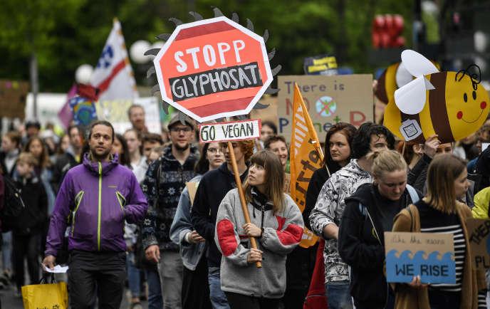 Lors d'une manifestation contre leglyphosate, à Bonn (Allemagne), le 26 avril.