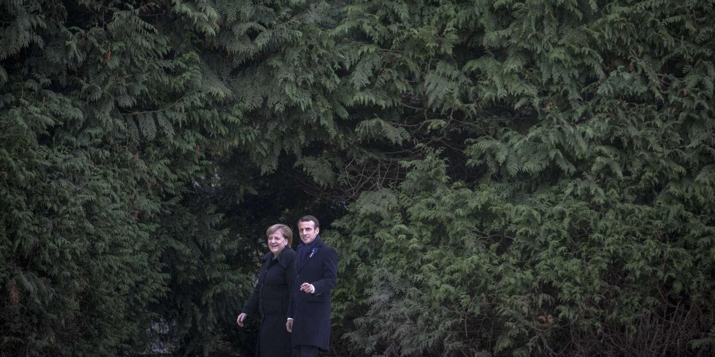 Emmanuel Macron, président de la République et Angela Merkel, chancelière de la République fédérale d'Allemagne particpent à une cérémonie à l'occasion du centenaire de l'Armistice du 11 novembre 1918 à la Clairière de l'Armistice à Compiègne, samedi 10 novembre 2018
