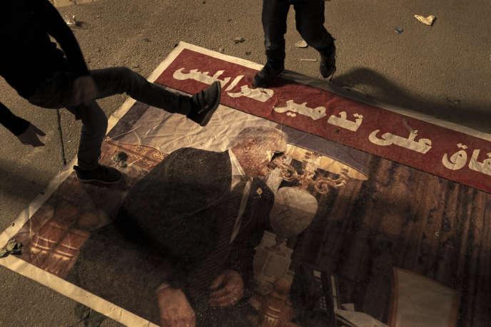 Lors d'une manifestation anti-Haftar, sur la place des Martyrs, à Tripoli, le 26 avril.