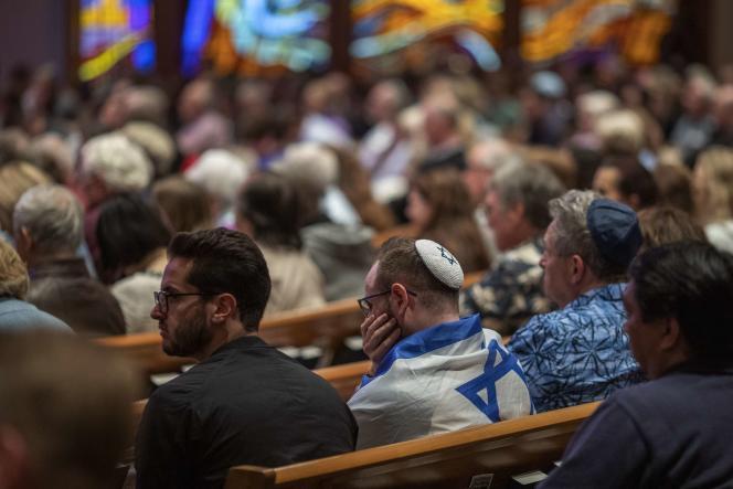 Une veillée d'hommage a eu lieu dans une église presbytérienne toute proche de la synagogue visée samedi 27 avril.