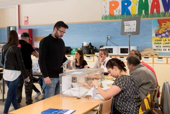 Jour de vote à Ardoz, près de Madrid, le 28 avril.