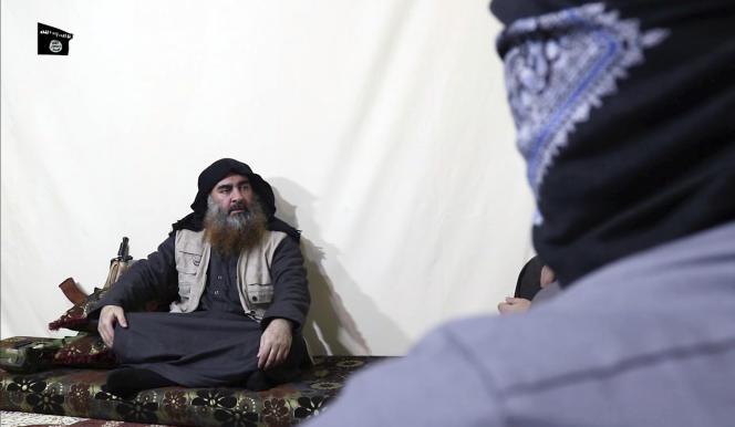 Le chef de l'Etat islamique, Abou Bakr Al-Baghdadi, dans une vidéo diffusée lundi 29 avril.