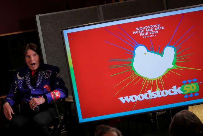 Le chanteurJohn Fogerty (Creedence Clearwater Revival) lors de la conférence de presse annonçantl'édition anniversaire dufestival de Woodstock, le 19 mars 2019 à New York,.