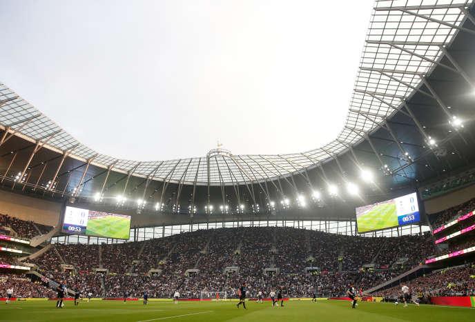 Inauguré le 3avril 2019, lenouveau stade de Totteham peut accueillir 62000 personnes. Il aura coûté une 1,17milliard d'eurosaux dirigeants des Spurs, propriétaires des lieux.