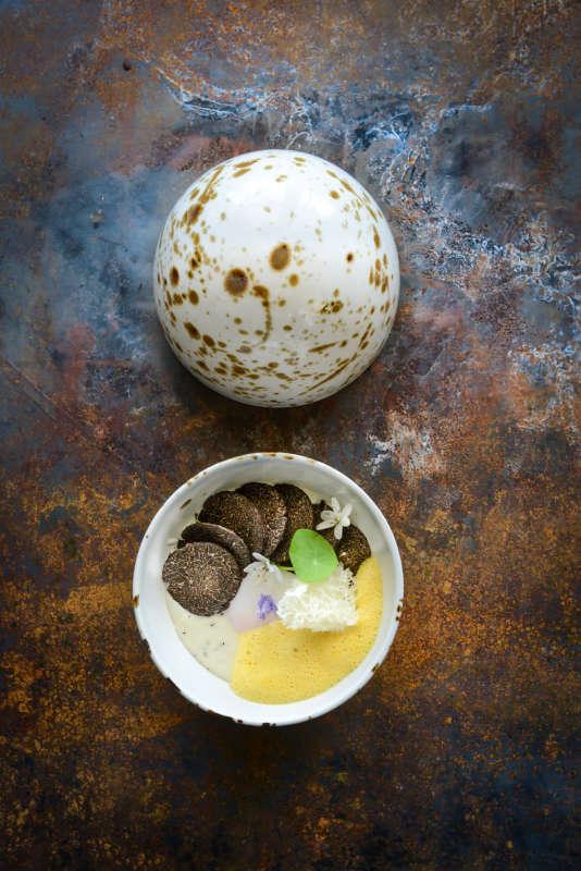 Œuf de poule bio, manioc, truffe et maracudja, par Marcel Ravin.
