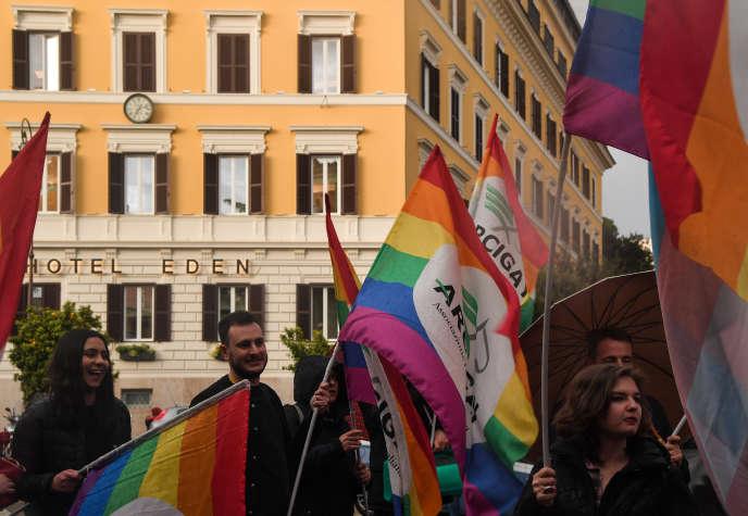 Appel au boycott, le 14 avril 2019 à Rome, de l'hôtel Eden, détenu par le sultanat du Brunei, pour pour protester contre la nouvelle législation du pays d'Asie du Sud-Est qui prévoit la peine de mort en cas d'homosexualité ou d'adultère.