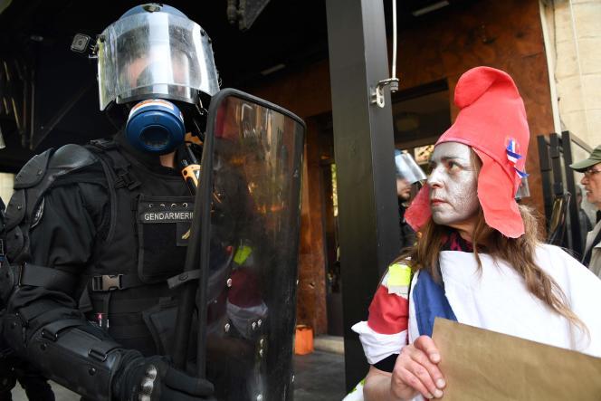 Lors d'une mobilisation des « gilets jaunes» à Bordeaux (Gironde), le 30 mars.
