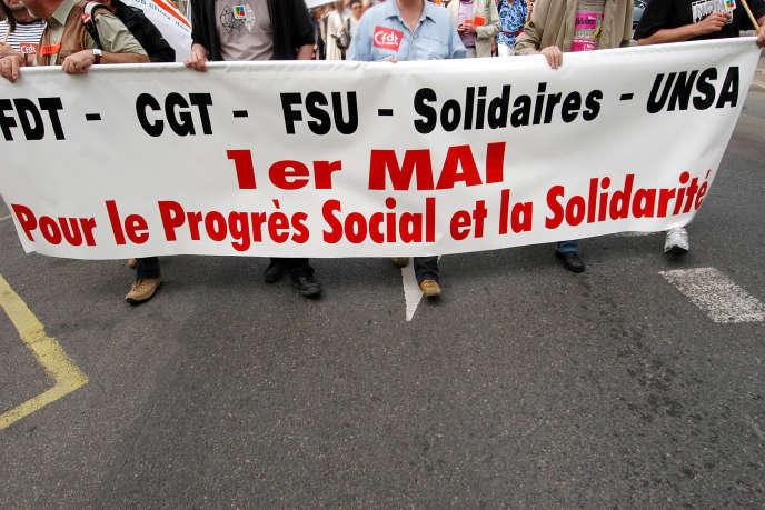 «Que dirait-on d'élections politiques qui excluraient un tiers des électeurs et dont la majorité des deux autres tiers s'abstiendraient ?» (manifestation à Nantes).