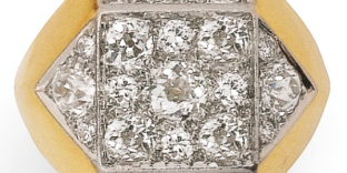 Bague diamants, Suzanne Belperron, vers 1945, à décor géométrique, ornée de diamants taille ancienne, tour de doigt 53,5, poinçon français pour l'or 18K (750/1000), poids brut 10,21 g. Estimation 22 000-28 000 euros. Vente Sotheby's Paris du 30 avril.