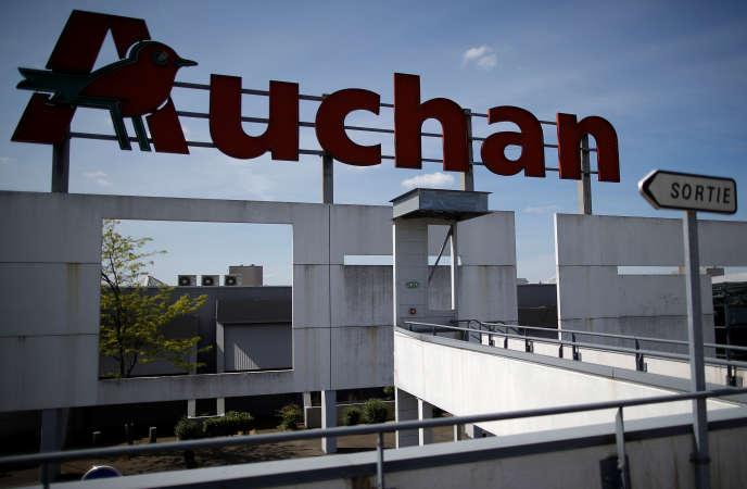 Les groupements de distribution alimentaire ne pourront inclure dans leurs accords certains produits issus de secteurs connaissant des difficultés économiques, comme la charcuterie ou le cidre. Ici,un supermarché Auchan àSaint-Sébastien-sur-Loire (Loire-Atlantique).