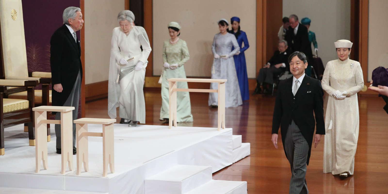 L'empereur du Japon,Akihito, a officiellement abdiqué, mardi 30 avril, lors d'une courte cérémonie d'une dizaine de minutes à Tokyo, en présence de trois cents personnes, dont le premier ministre, Shinzo Abe.