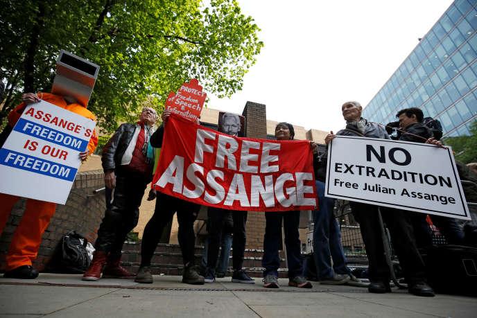 Manifestation de soutien au fondateur de Wikileaks Julian Assange, condamné à 50 semaines de prison, à Londres, le 1er mai.