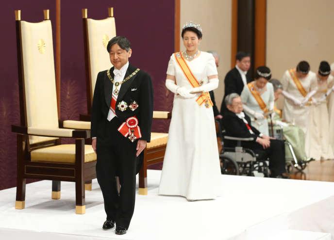 Le nouvel empereur du Japon, Naruhito, a succédé à son père, Akihito, le 1er mai 2019, à Tokyo. Cela marque le début d'une nouvelle ère pour le pays du Soleil-Levant.