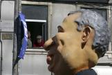 Une marionnette géante représentant le premier ministre portugais, Antonio Costa, lors d'une manifestation à Lisbonne, le 1er mai.