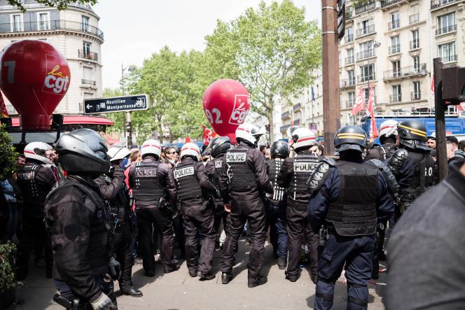 La CGT au sein du cortège lors de la Journée internationale des travailleurs, boulevard du Montparnasse à Paris, le 1er mai.
