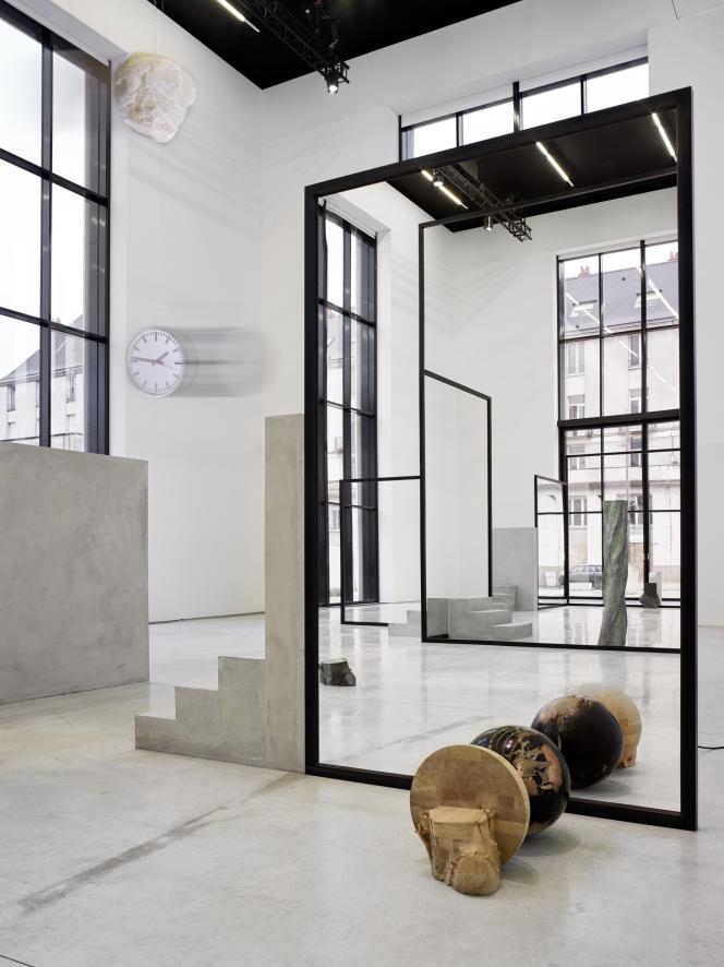 L'exposition Alicja Kwade au Centre de création contemporaine Olivier-Debré (CCC OD).