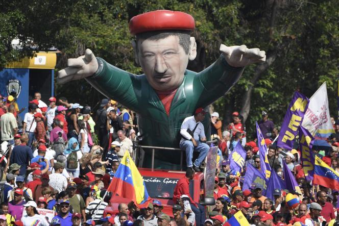 Des soutiens du président Nicolas Maduro sont eux-aussi sortis manifester, en faveur du gouvernement, à Caracas, le 1er mai.