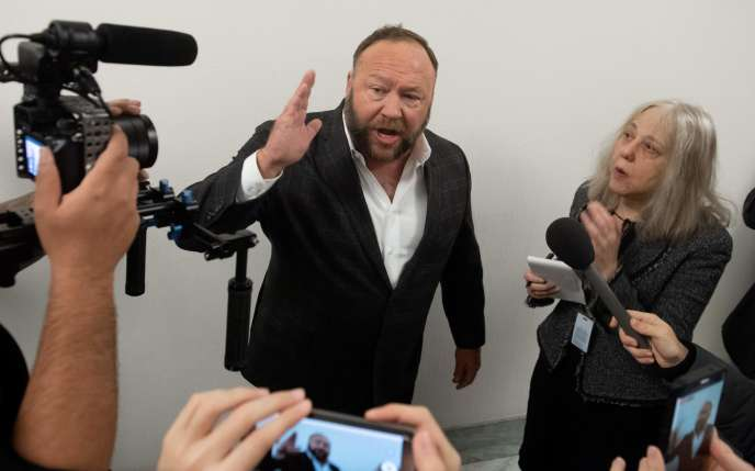 Alex Jones entendu sur Capitol Hill à Washington, en décembre 2018.