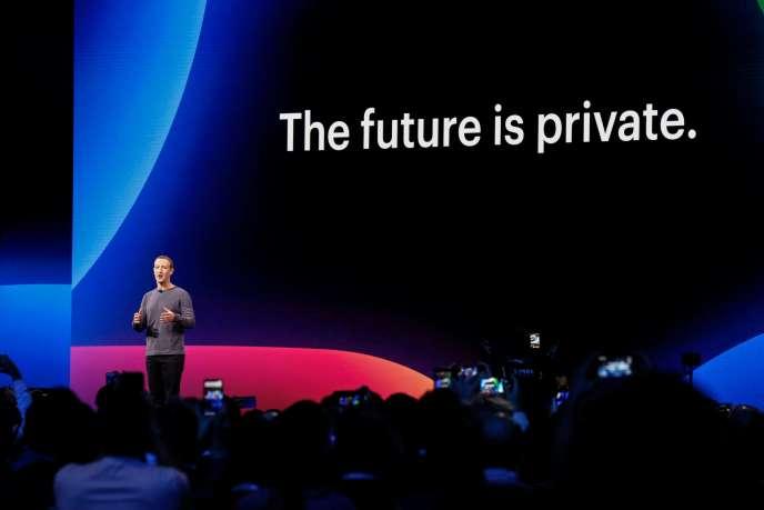 La patron-fondateur de Facebook, Mark Zuckerberg, lorsdu son grand show annuel du réseau social, mardi 30avril, à San José (Californie).