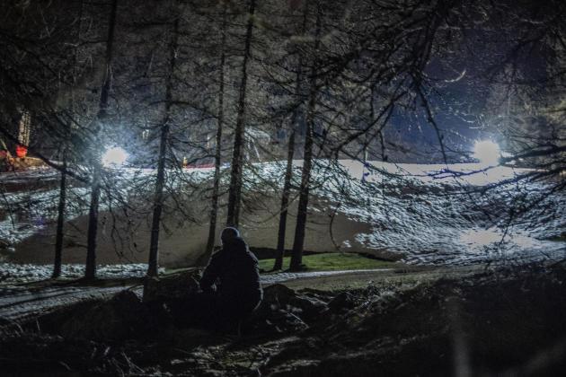 Un volontaire en maraude sur les pistes de Montgenèvre, dans les Hautes-Alpes, le22avril.
