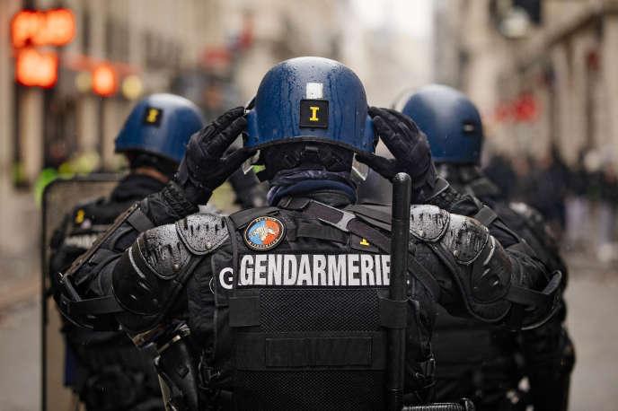 Des gendarmes mobiles, le 15 décembre à Paris.