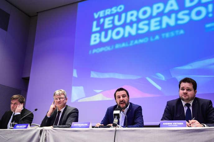 Réunion des partis d'extrême droite européens le 8 avril 2019 à Milan, à l'initiative du ministre italien de l'intérieur,Matteo Salvini. De gauche à droite, Olli Kotro (Vrais Finlandais), Joerg Meuthen (Alternative pour l'Allemagne), Matteo Salvini (Ligue) etAnders Primdahl Vistisen (Parti populaire danois).