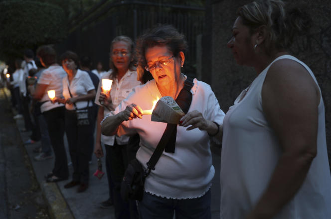 Veillée d'hommage aux manifestants tués lors du rassemblement contre le président Nicolas Maduro, à Caracas, le 2 mai.