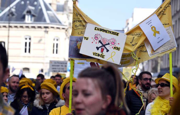 Manifestation des associations Endomind et MEMS France (Mon Endométriose Ma Souffrance), à Paris, en mars 2018.