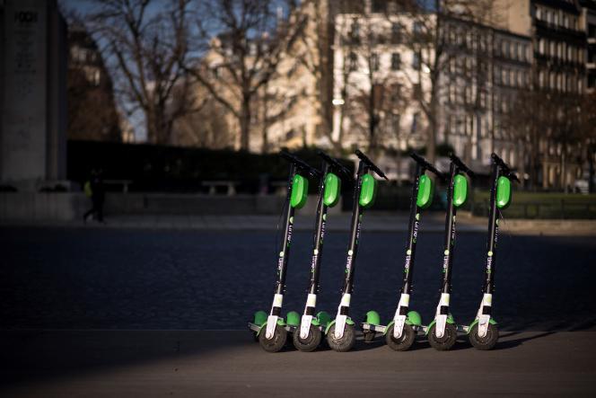 Trottinettes électriques en libre-service à Paris, en décembre 2018.
