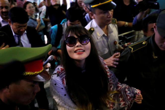 Doan Thi Huong arrive à l'aéroport d'Hanoï, au Vietnam, le 3 mai 2019.