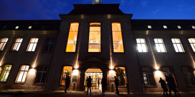 """(FILES) This file photo taken on January 14, 2013 shows the building of the Ecole Nationale d'Administration (National School of Administration)(ENA) at night in Strasbourg, eastern France. - The National School of Administration is the most prestigious of French graduate schools and was created by Charles de Gaulle in 1945 to democratise access to the senior civil service. Its possible abolition as a response to the """"Yellow vests"""" (""""Gilets Jaunes"""") crisis provokes a intense debate. (Photo by Patrick HERTZOG / AFP)"""