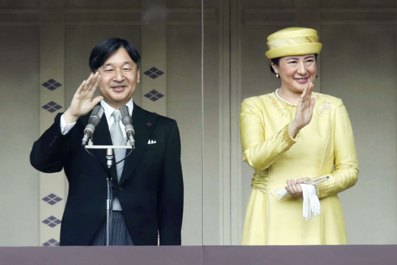Le nouvel empereur du Japon, Naruhito, et son épouse, Masako, lors de son premier discours public, le 4 mai, au palais impérial de Tokyo.
