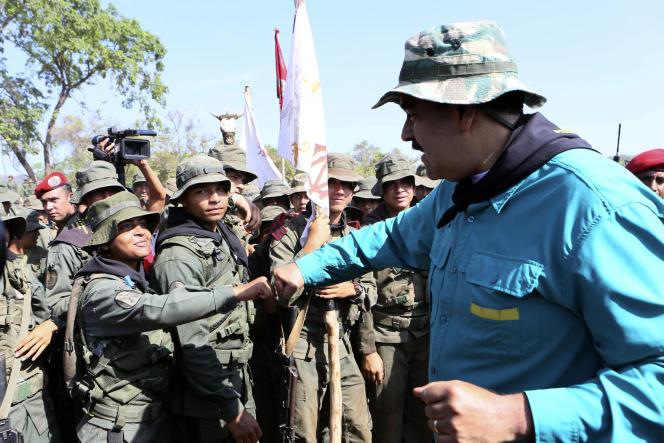 Le président vénézuélien Nicolas Maduro lors d'une visite dans un centre d'entraînement de l'armée, dans l'Etat de Cojedes, le 4 mai.