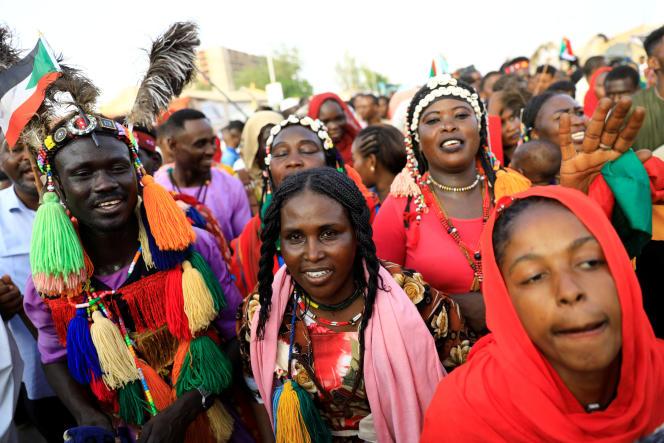 Une manifestation devant le ministère de la défense, à Khartoum, au Soudan, le 4 mai.
