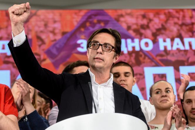 Le candidat du Parti social démocrate Stevo Pendarovski, à l'annonce de sa victoire à la présidentielle en Macédoine du Nord, le 5 mai à Skopje.