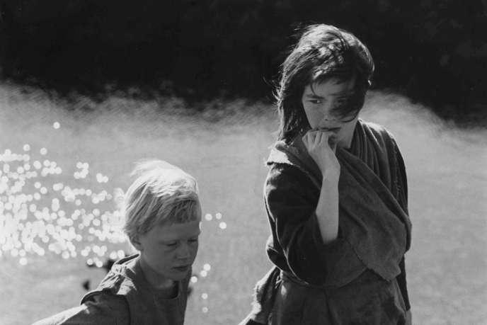 Björk (droite) et Geirlaug Sunna Þormar dans le film«Quand nous étions sorcières»de Nietzchka Keene.
