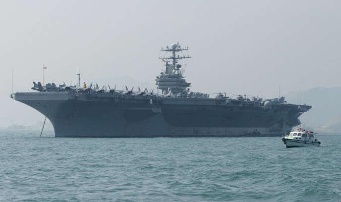 Le porte-avions «Abraham-Lincoln», au large de Hongkong, le 23 décembre 2004.