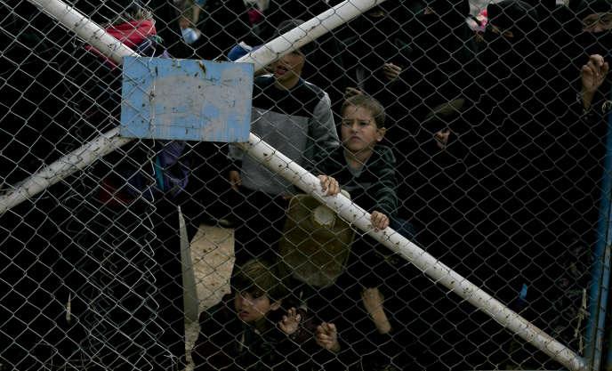 Des enfants dans la section réservée aux familles étrangères du groupe Etat islamique, au camp d'Al-Hol, en Syrie, le 31 mars.