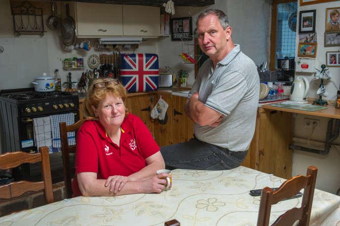 Mark et Wendy Redsull, le 1er mai. Les deux Britanniques sont établis à Dournazac (Haute-Vienne) depuis 1999.