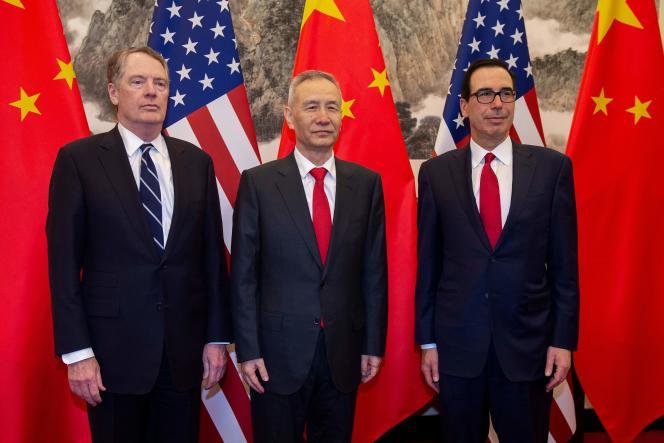 Le négociateur en chef américain Robert Lighthizer, le vice-premier ministre chinois Liu He etle secrétaire au Trésor Steven Mnuchin, à Pékin, le 28 mars.