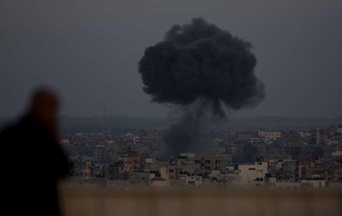 Frappe aérienne israélienne à Gaza, le 5 mai. Tsahal a déclaré avoir répondu à 450 roquettes tirées depuis le territoire palestinien.