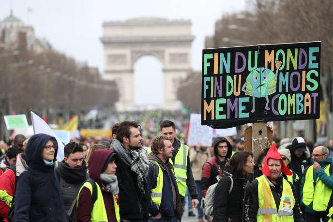 La pancarte tenue par Camélia avait été remarquée par les photographes depuis plusieurs semaines, notamment sur cette image, prise à Paris le 9 mars.
